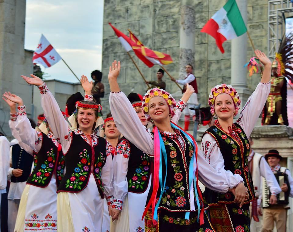 Народний ансамбль пісні і танцю «Черемош» на XXIV Міжнародному фольклорному фестивалі у Пловдиві (Болгарія).