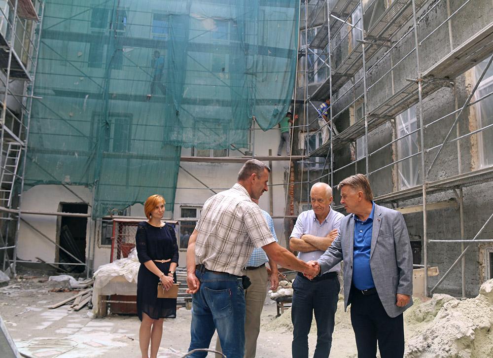 Керівництво Університету регулярно інспектує процес ремонтно-реставраційних робіт